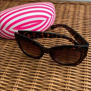 Betsey Johnson Ladies sunglasses with case, VGUC!